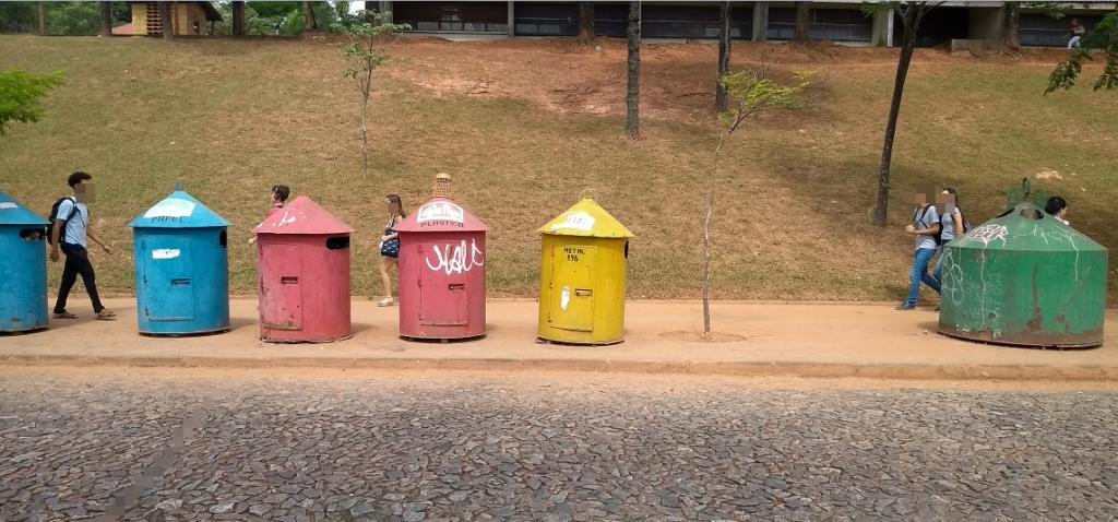 Modelo de PEV utilizado pela Prefeitura de Belo Horizonte para descarte de lixo reciclável