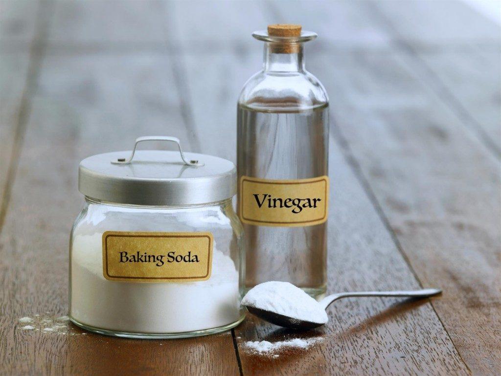 Se você quiser fazer limpeza sem gastar muito dinheiro, existem três ingredientes naturais que já temos em casa que podem ser combinados e usados na limpeza da casa.