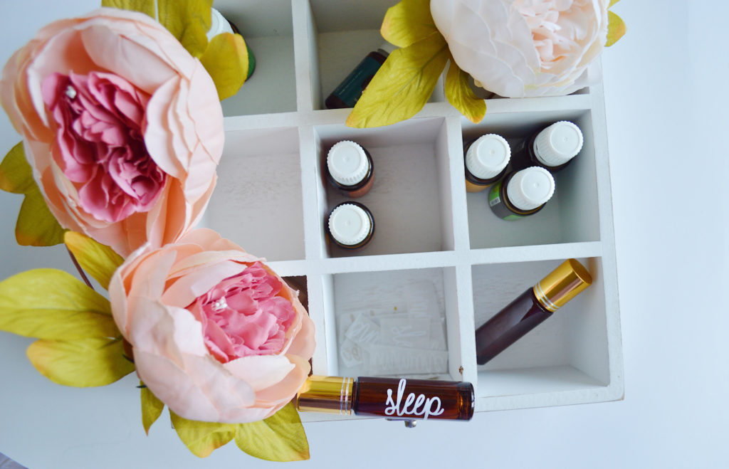 As marcas de maquiagem naturais, orgânicas e veganas têm se tornado cada vez mais populares e oferecido uma diversidade cada vez maior de produtos.