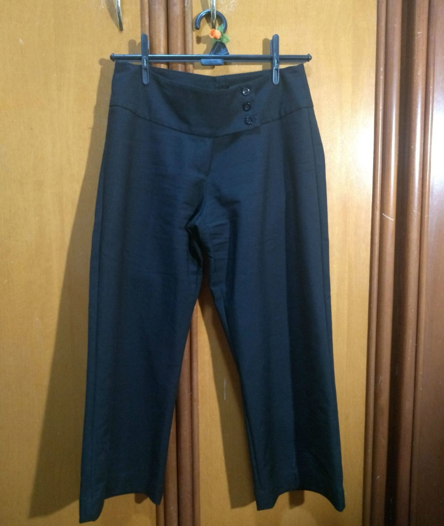 Ao invés de comprar um pantacourt ou vender uma das calças sociais, transformei uma delas em pantacourt