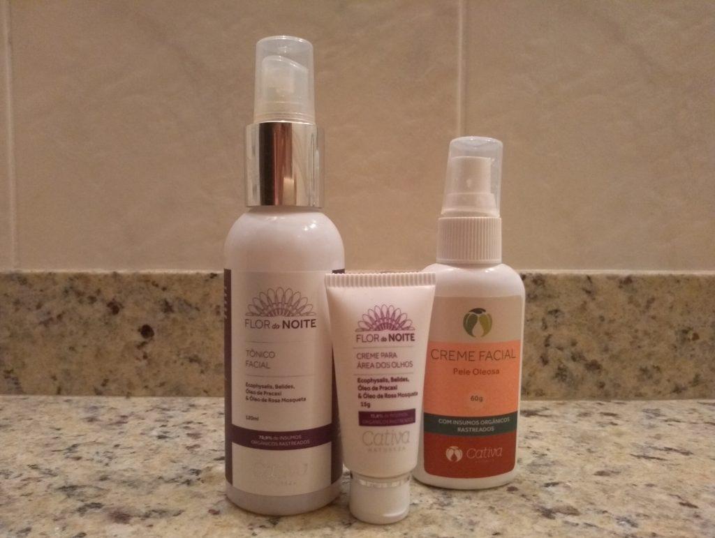 Os produtos para o rosto que tenho usado (hidratante, tônico e hidratante para os olhos)são da Cativa Natureza.